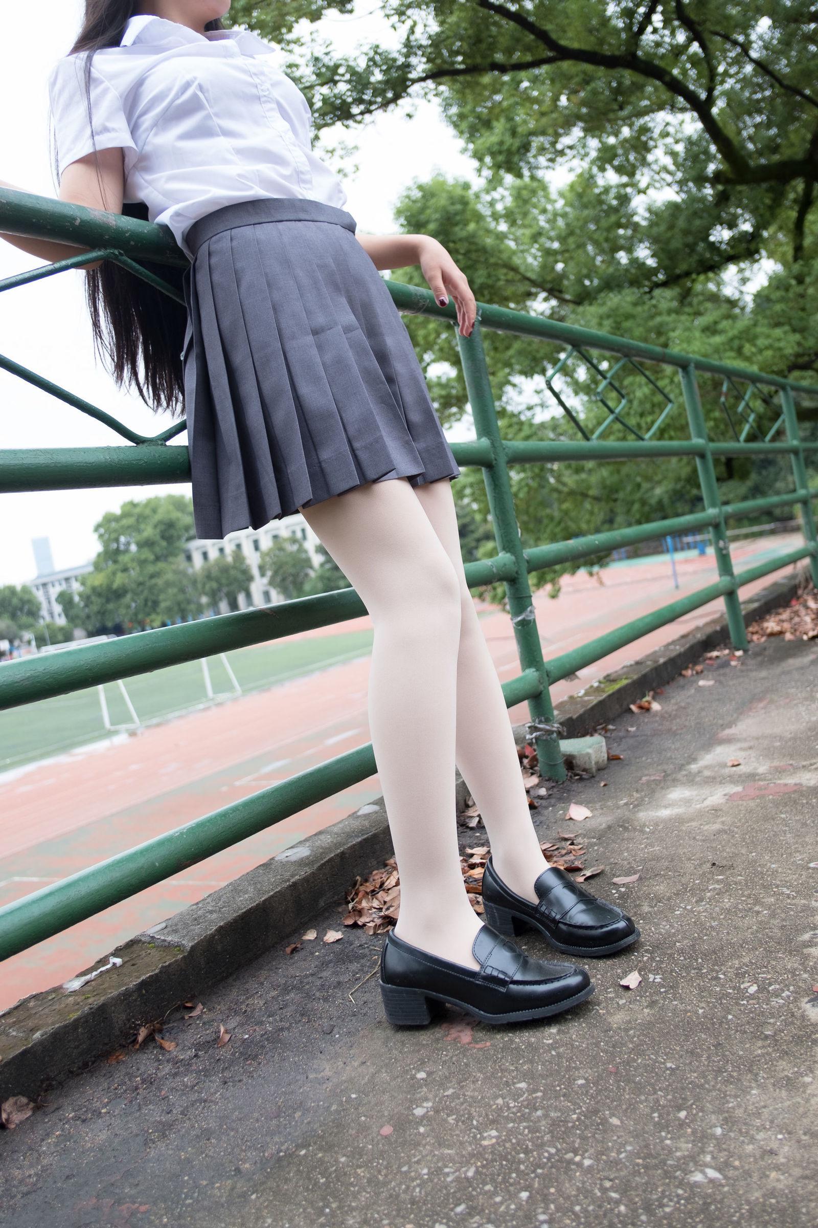 校园少女丝袜 白衬衫配百褶裙写真
